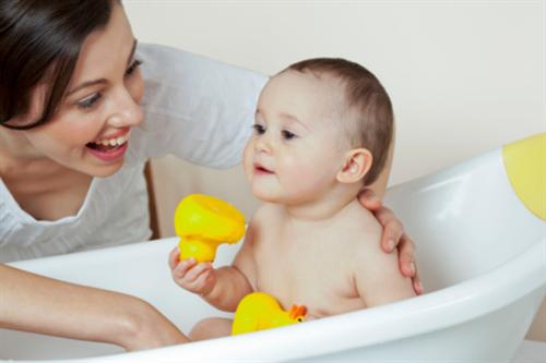 10 Quy tắc chọn dầu tắm cho bé mẹ cần ghi nhớ